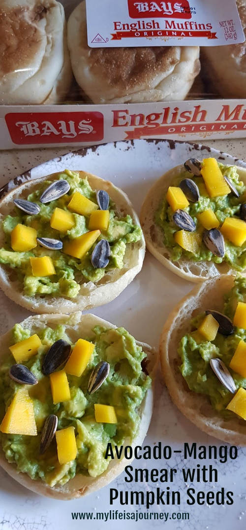 Avocado-Mango Smear with Pumpkin seeds