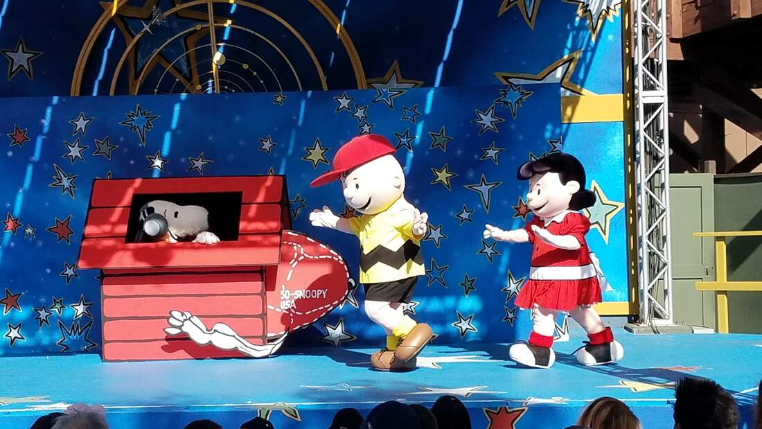 Space Beagle Show at Knott's peanuts celebration